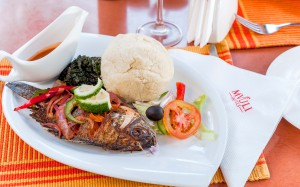 Ugali, samaki na sukumawiki (Ugali, fish and collard greens)
